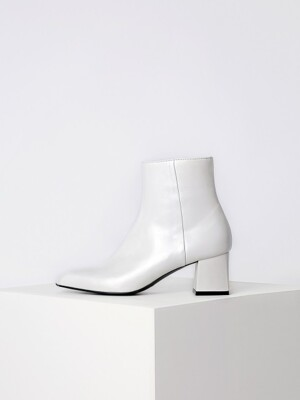 ANGULATE ANKLE BOOTS - WHITE