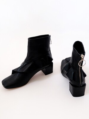 Ruffle line square  Ankle boots