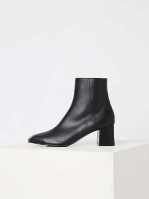 ANGULATE ANKLE BOOTS - BLACK