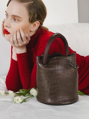 한나백 23° Hannah bag - CROC BROWN WITH WINE HANDLE