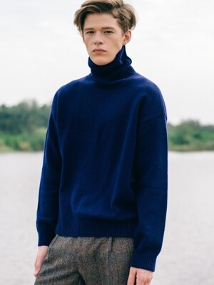 Unisex Over-Sized Navy Turtleneck Wool Knit
