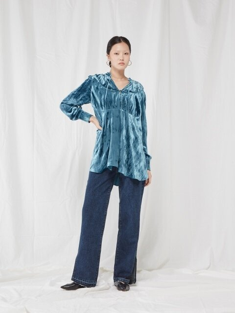 VELVET SHIRRING BLOUSE