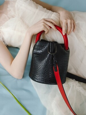 한나백 23° Hannah bag - CROC BLACK WITH RED HANDLE
