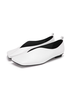Streamlined Squared Toe Flats | Off white