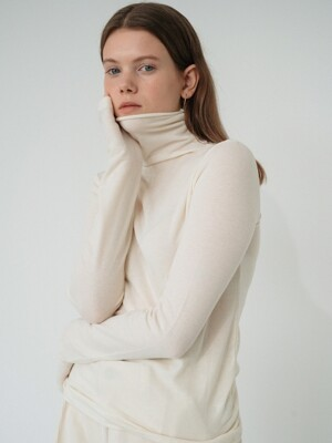wool cutting turtle-neck tee (ivory)