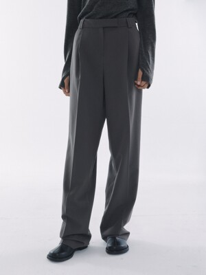 One Tuck Pleats Slacks Charcoal