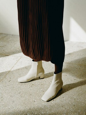 Aster Ankle Boots Cream