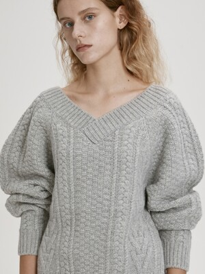 V-NECK CABLE KNIT WOOL SWEATER (GREY)