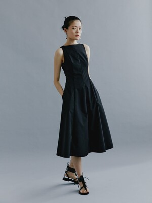 Back Open Flare Dress_Black