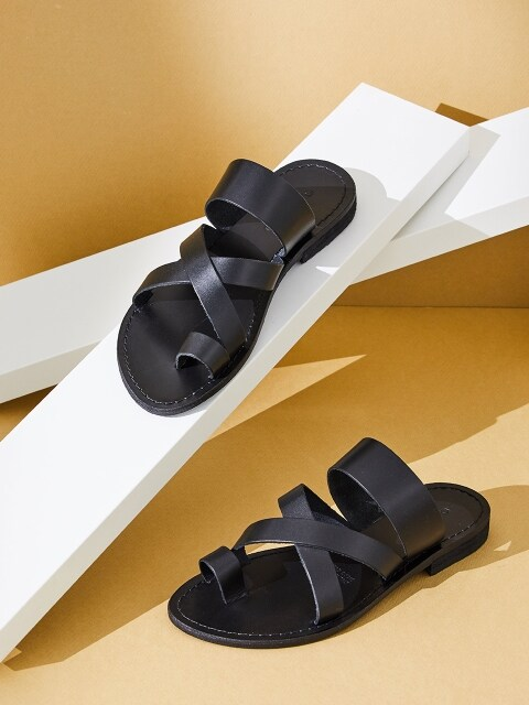 TOE-POINTED SANDAL