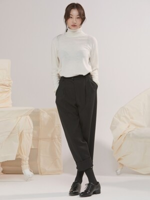 ROLL-UP TUCK PANTS BLACK