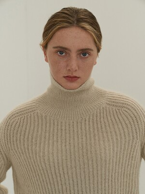ALPACA TURTLENECK KNIT (BEIGE)