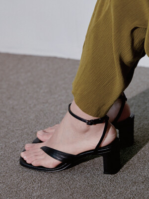 OBLIQUE LINE SANDAL - BLACK