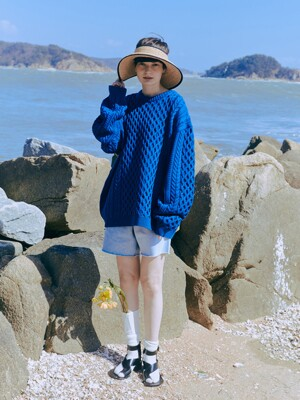 OVERTWIST PATTERN BLUE SWEATER