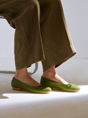 WEAVING LEATHER FLATS_MOSS GREEN