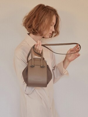 N U Shoulder bag (Dark Taupe)