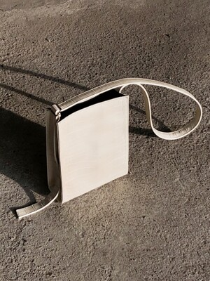 sol square bag (cream)