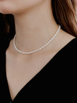 Slim Natural Pearl Choker