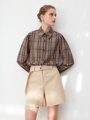 ECO LEATHER BELTED SHORTS in Light Beige [U0W0P312/71]