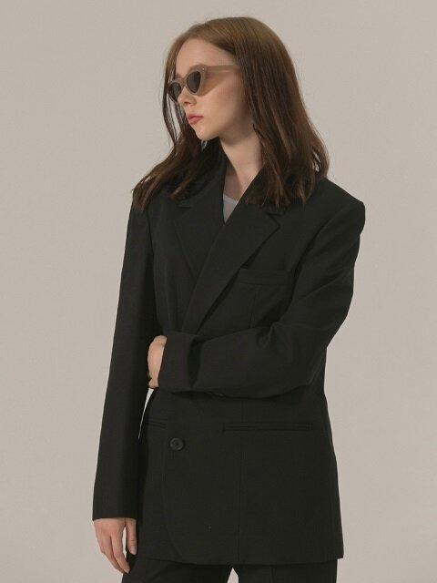 TWO BUTTON OVER JACKET - BLACK