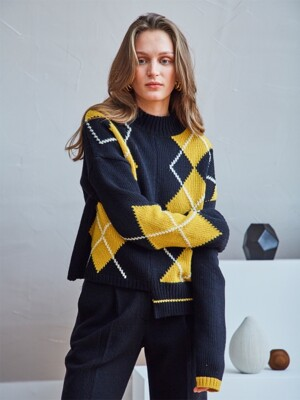 ARGYLE COLOR BLOCK SWEATER