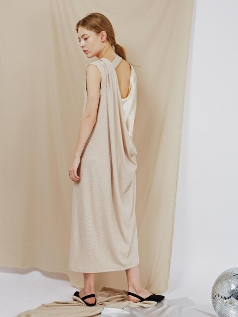 BACKLESS MAXI DRESS (BEIGE)