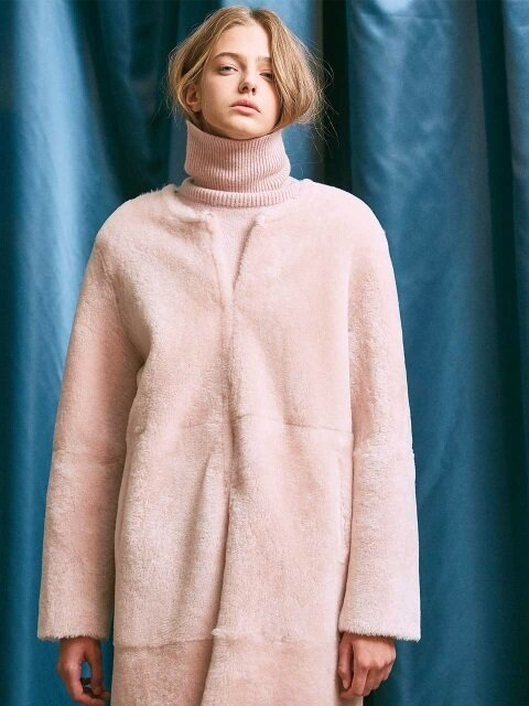 REVERSIBLE SHEARLING COAT. BABY PINK