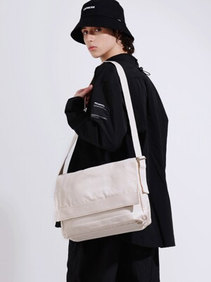 CANVAS MESSENGER BAG (IVORY)