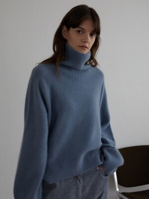 HER SWEATER (POWDER BLUE)