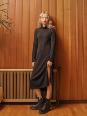 SLIT LONG TURTLENECK ONE PIECE_BLACK