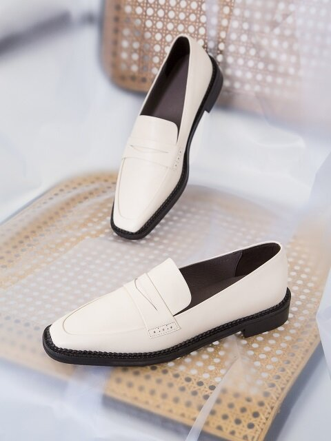 BIP18302 HARD EDGE LOAFER IVORY