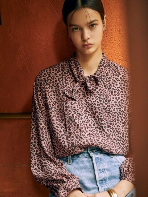 [EXCLUSIVE] LEOPARD BOW-TIE BLOUSE [PINK, LIGHT BROWN]