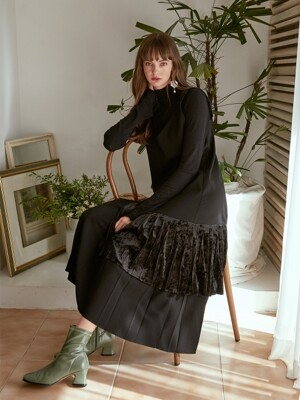 Velvet Pleats Dress, Black