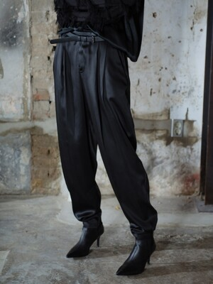 B PLEATED TROUSERS