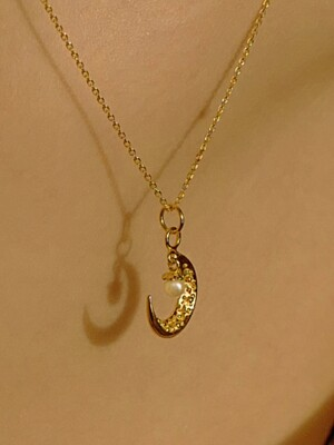 Lune Pearl Necklace