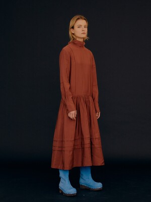2-Way Pin Tuck Scarf Neck Dress / Brick