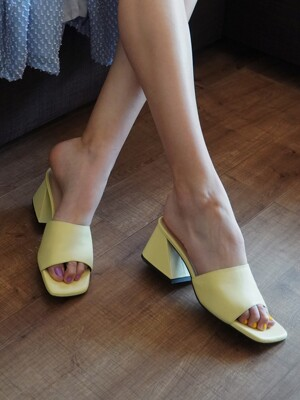 Y.01 Jane candy Y mules / YY20S-S47 Pale yellow