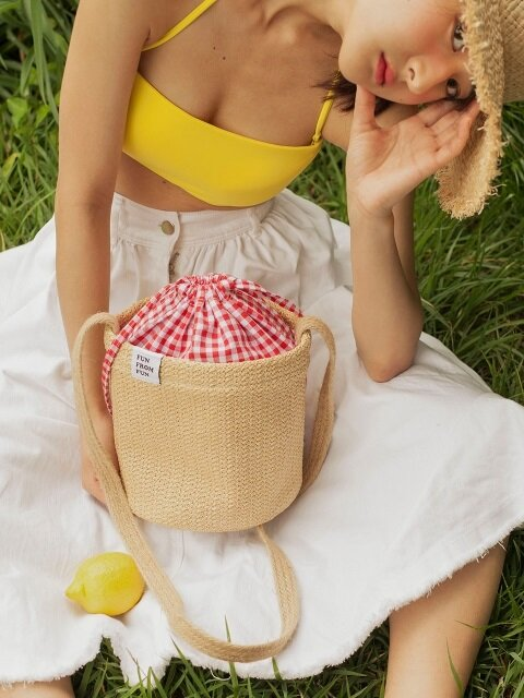 Check pointed basket bag