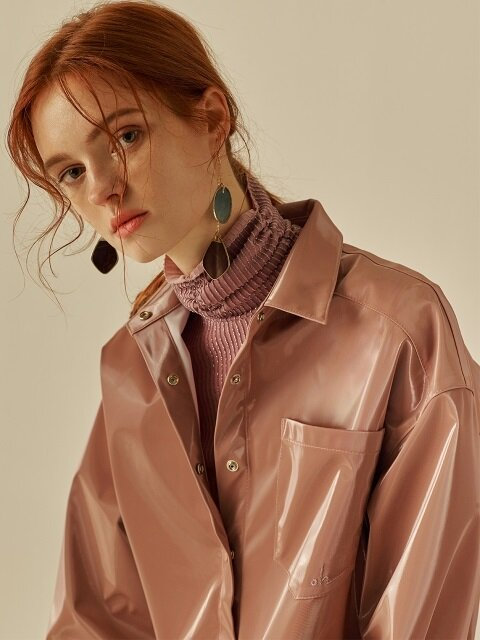 FAKE LEATHER OVERSIZE SHIRT_LIGHT ASH PINK
