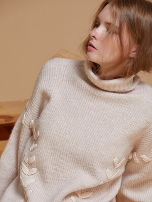 AHIN CROSS STRAP RIBBON TURTLENECK [PK] [RA-KN-TS-819]