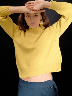 O Silhouette Knit Pullover in Yellow (WS9Y51ME2E)