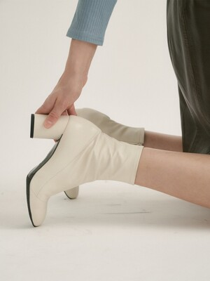 tony ankle boots - ivory