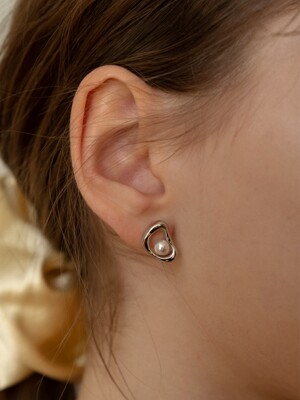 Leaf DNA Pearl Gene Earring