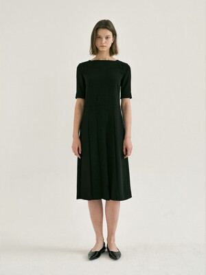 PLEATED DRESS (Black)