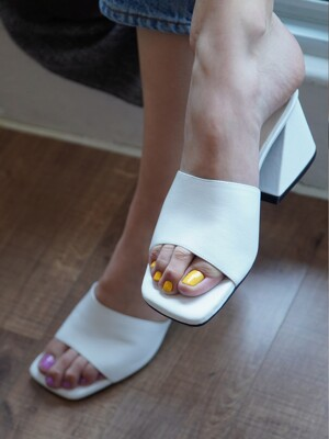Y.01 Jane candy Y mules / YY20S-S47 White