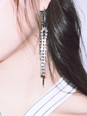 #221 CHAIN CUBIC 'drop' EARRING