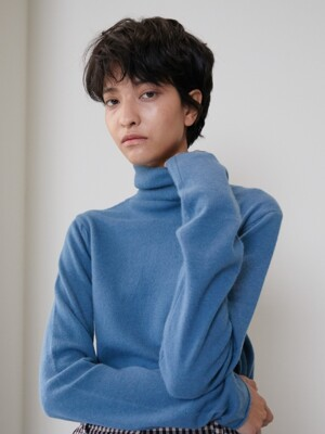 RACCOON TURTLENECK [BLUE]