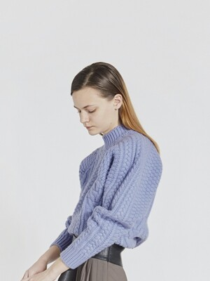 CABLE KNIT WOOL SWEATER (LIGHT BLUE)