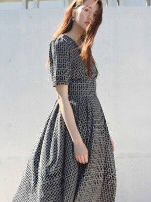 white ring printing button dress black
