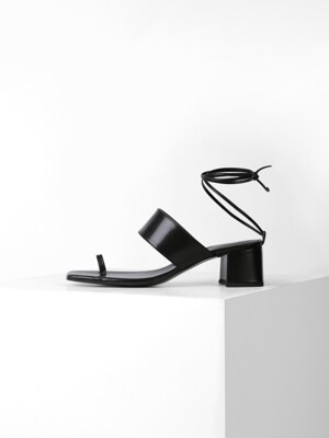 STRING POINT SANDAL  - BLACK